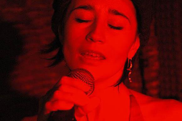 concerti con i tango Sonos di tango sono sono testo è composta da due persone Antonio Nicola Ippolito marcela incontrato nell'estate del 2013 loro sono Rita sono forti ritmate gioiose respirato marcela creare un repertorio ballabile di tango vals e milonga Antonio e Nicola sono bandone pianoforte hanno le sonorità di un'orchestra di 5 elementi volare grinta dopo hanno suonato alla milonga di gala di Taranto tango aspetta in Salento con i fantasmi tango sono nato un progetto unico nel suo genere dov'é ultimi concerti tango argentino fun con una lezione di ballo di musicalità con la loro musica dal vivo